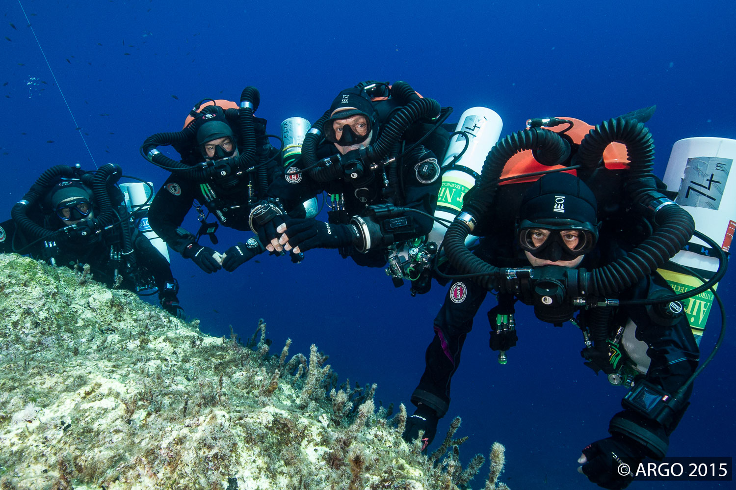 Dives are staged to maximise efficiency, with decompression time often overlapping so that multiple buddy pairs complete their hang time together.